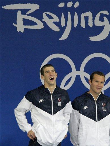 图文-男子4x100米混合泳接力 领奖台上很轻松