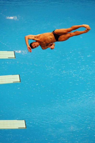 图文-跳水男子三米板半决赛 杜迈斯空中翻转