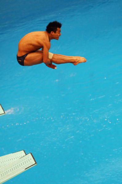 图文-跳水男子三米板半决赛 何冲表情痛苦