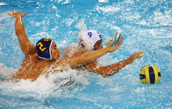 图文-奥运会20日男子水球八强赛 你争我夺