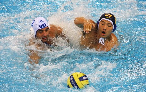 图文-奥运会20日男子水球八强赛 你说谁拿球