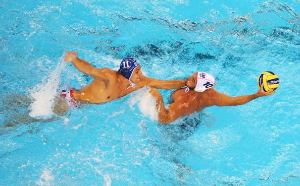 图文-奥运会20日男子水球八强赛 没有抢到球