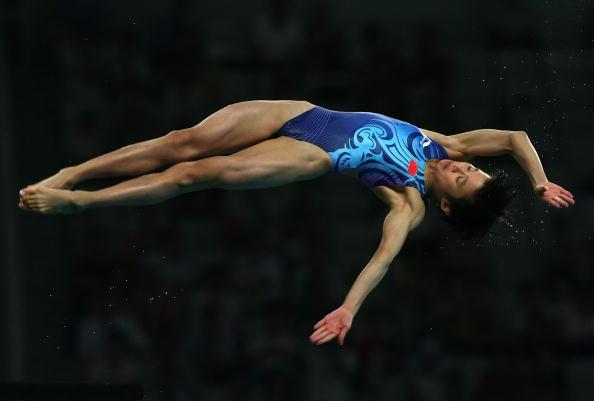 图文-女子10米跳台20日赛况 陈若琳比赛中一瞬