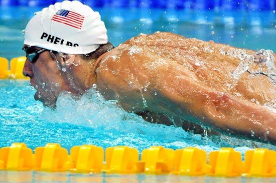 图文-奥运游泳经典瞬间回顾 锐气猛兽菲尔普斯