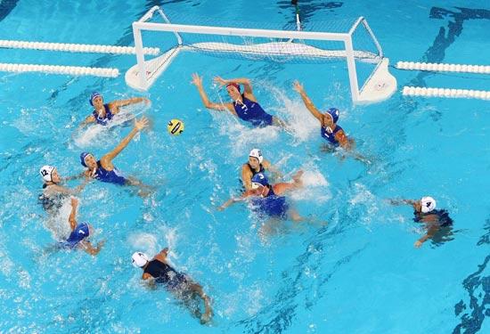 图文-奥运水球经典瞬间回顾 攻与防谁来占先机
