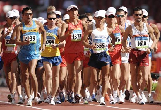 图文-男子20公里竞走赛况 运动员出发
