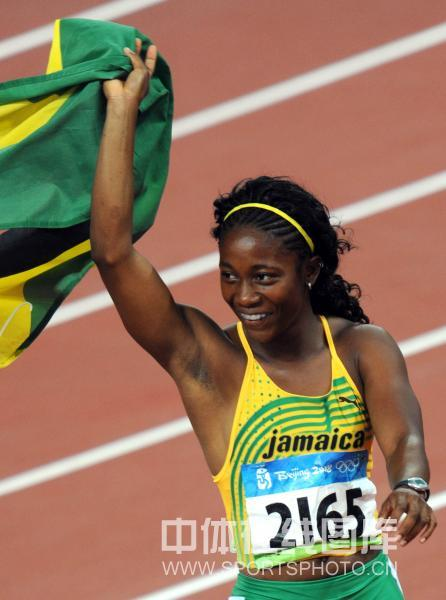 图文-女子100米牙买加选手夺金 弗雷泽庆祝夺冠