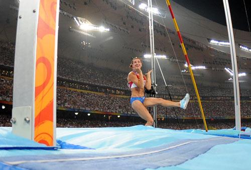 图文-田径女子撑杆跳高决赛 令人遗憾的一跳