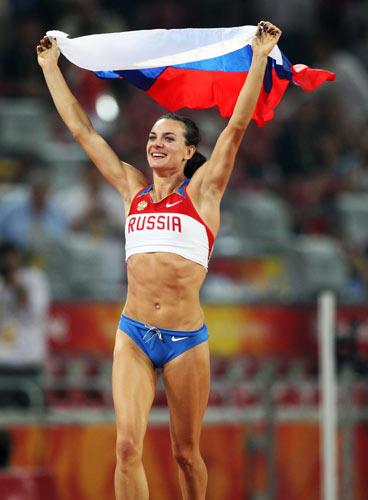 图文-伊辛巴耶娃刷新世界纪录 高举祖国旗帜