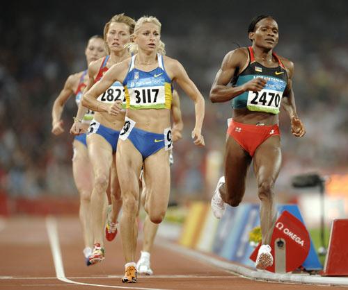 图文-田径女子800米决赛打响 向终点发起冲击