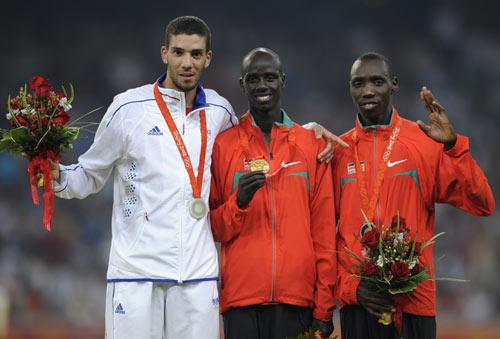 图文-田径男子3000米障碍赛 三位胜利者的微笑