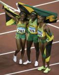 图文-女子100米牙买加选手夺金 创造飞人的国度