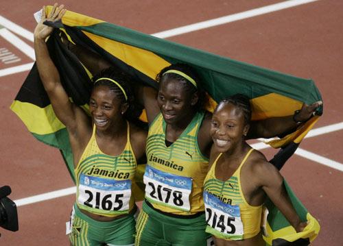 图文-女子100米牙买加选手夺金 三位飞人同胞