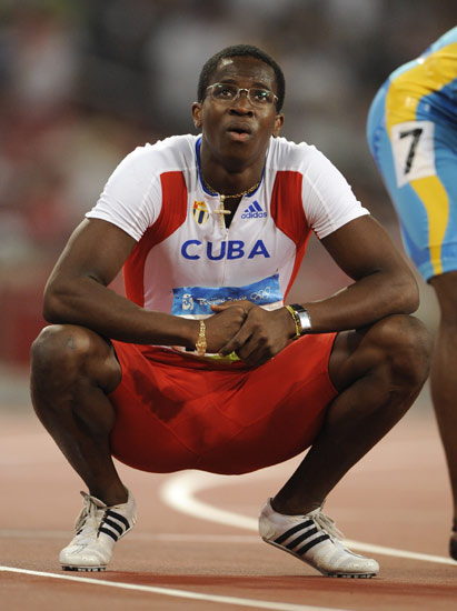 图文-110米栏预赛第2轮赛况 他在等待一生的对手