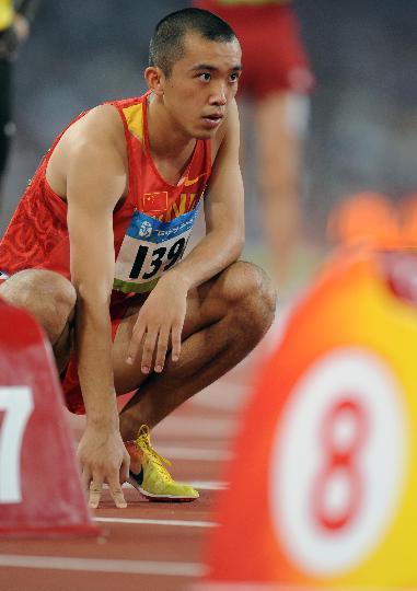 图文-奥运田径男子800米20日赛况 李翔宇准备起跑