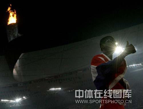 图文-奥运男子110米栏罗伯斯夺冠 我是最棒的