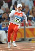 图文-女子200米半决赛赛况 巴林女选手在比赛中