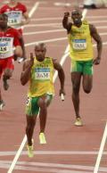 图文-男子4X100米接力决赛 博尔特在给队友加油