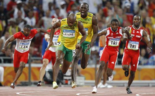 图文-男子4X100米接力决赛 鲍威尔最后一棒