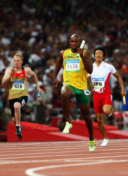 图文-牙买加刷新4x100纪录 鲍威尔一马当先