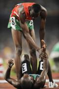 图文-[奥运]田径男子800米 艾哈迈德拉起邦盖伊