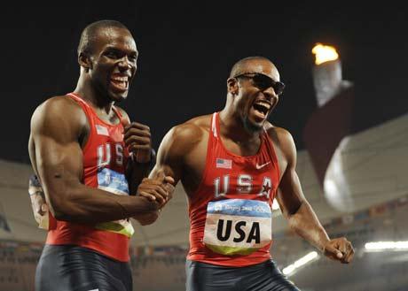 图文-奥运男子4X400米美国夺金 冠军选手十分兴奋