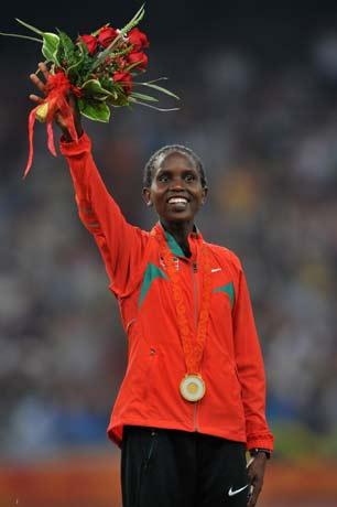 图文-[奥运]田径女子1500米决赛 挥舞手中鲜花