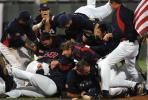 图文-第37届棒球世界杯美国夺冠 最男人的庆祝方式
