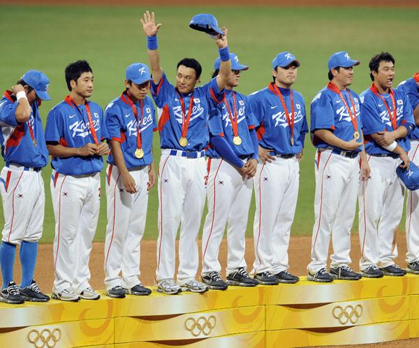 图文-[奥运]棒球韩国3-2古巴 韩国小伙子领受金牌
