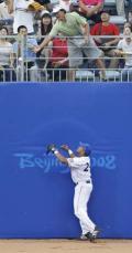 图文-[奥运]棒球韩国3-2古巴 能把球还给我吗
