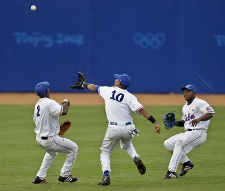 图文-[奥运]棒球韩国3-2古巴 赶紧都让开