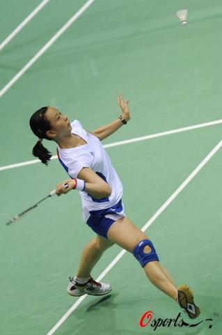 图文-奥运羽毛球女单第1轮比赛 皮红艳扣杀