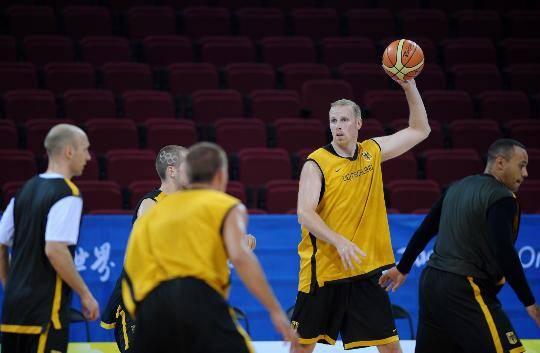 图文-德国男篮进行赛前训练 卡曼寻觅进攻机会