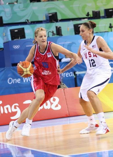 图文-[奥运会]美国女篮97-57捷克 维特奇科娃进攻