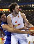 图文-男篮小组赛西班牙VS希腊 加索尔遭遇偷袭