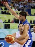 图文-男篮小组赛西班牙VS希腊 纳瓦罗强硬突破
