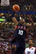图文-安哥拉76-97美国男篮 科比灌篮全场聚焦
