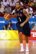 图文-安哥拉76-97美国男篮 德隆控球寻找机会