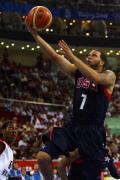 图文-安哥拉76-97美国男篮 德隆上篮轻松得分
