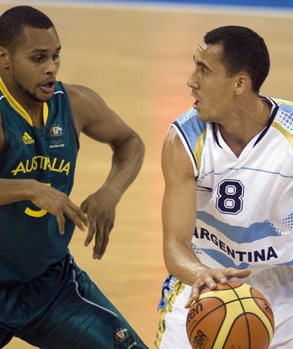 图文-阿根廷85-68澳大利亚男篮 普里吉奥尼过人
