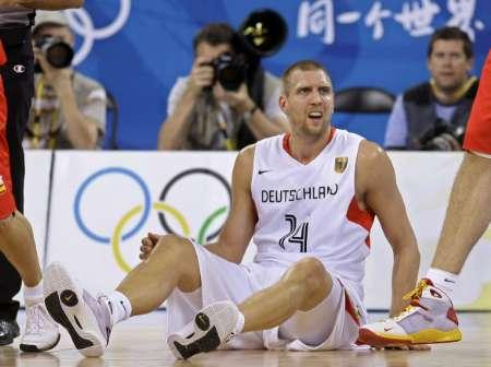 图文-西班牙男篮VS德国男篮 诺维茨基很无奈