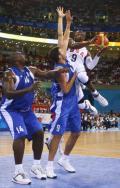 图文-[奥运]美国男篮92-69希腊 韦德强攻不惧防守