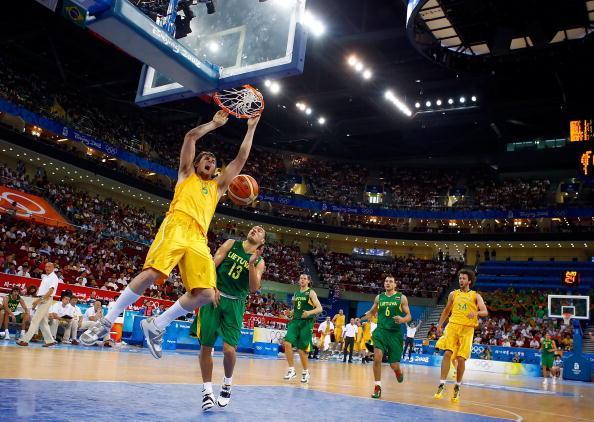 图文-澳大利亚106-75立陶宛 博格特轻松灌篮