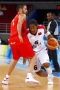 图文-男篮预赛安哥拉50-98西班牙 突破有点困难