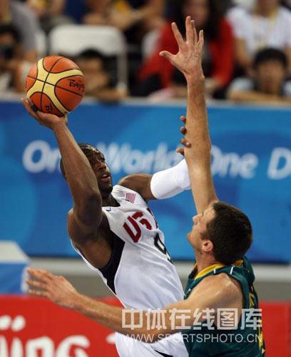 图文-男篮美国116-85澳大利亚 韦德仰身投篮