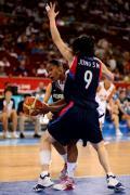 图文-奥运会19日女篮比赛赛场战况 韩国队防守