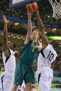 图文-[男篮]美国116-85澳大利亚 上篮遭遇封盖