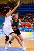 图文-[女篮半决赛]中国56-90澳大利亚 对手突破
