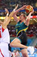 图文-[女篮半决赛]中国56-90澳大利亚 强行传球