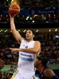 图文-[奥运男篮半决赛]阿根廷VS美国 斯科拉上篮